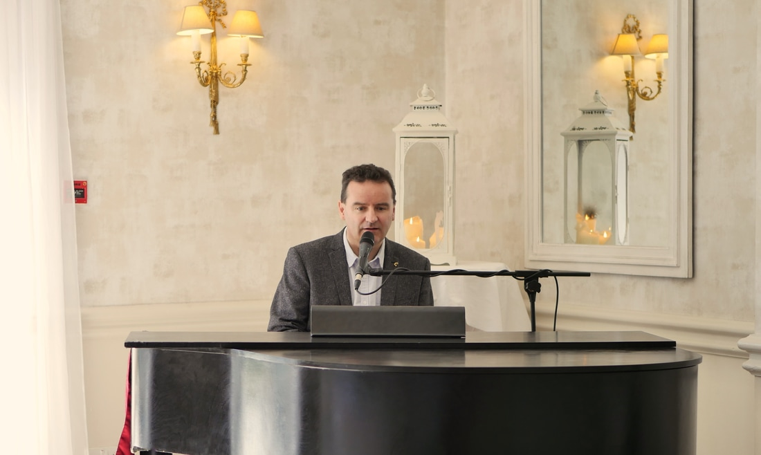 Conyngham arms Hotel, wedding pianist , Sean de Burca, ready to play for a humanist wedding ceremony