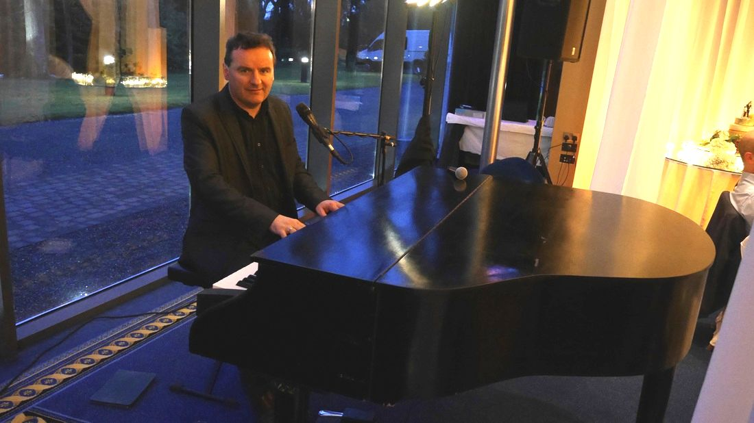 Lough Rynn Castle, Wedding Singer and Piano player Sean De Burca