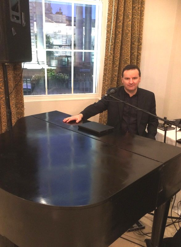 Wedding Piano Player and Singer Sean De Burca at the merrion Hotel, Dublin