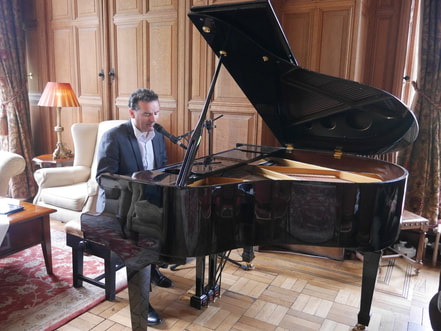 Lough Rynn Castle, Piano Vocalist, Sean De Burca plays some songs in the lounge